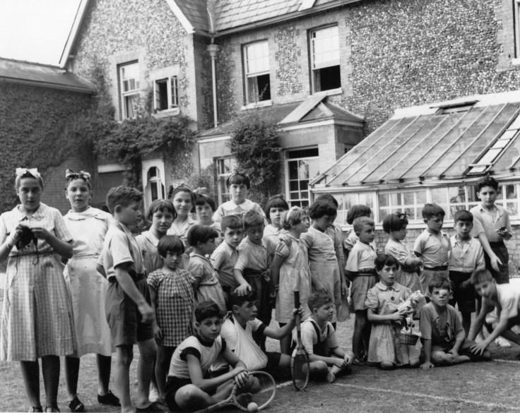 Basque children at Pampisford group photo (1)